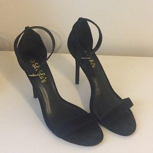 💜💜 WORN ONCE 💜💜 black suede heels